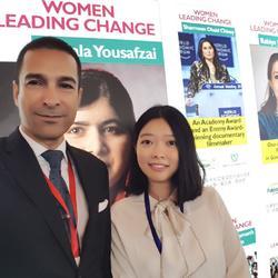 在上海合作组织妇女论坛为巴基斯坦领导人提供翻译