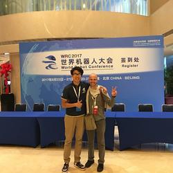 207WRC北京 08.27 世界机器人大会 意大利钢琴家机器人发明者Matteo Suzzi 英语陪同,中国电子学会工作人员
