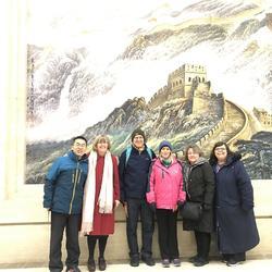 陪同某大学外籍教师共六人欣赏新年音乐会,介绍音乐会曲目,帮助他们了解音乐会红色歌曲的文化背景。