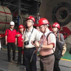 在铁建重工为东南亚记者担任口译
