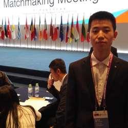 2015年11月6日上午,在青岛市市南区香格里拉酒店召开的第十届欧洽会·中国(青岛)-欧盟投资贸易科技合作洽谈会中的项目配对洽谈会环节,担任俄语口译译员。