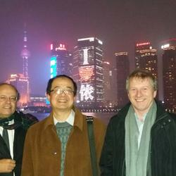 2015年12月14日和欧盟总工会和索尔维集团劳资关系副总裁在上海外滩晚宴口译合影