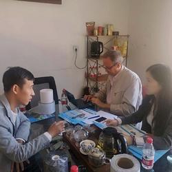 201809机械类工厂与外商协商合作细节,担任翻译(右一)