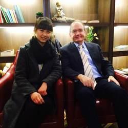 2014年在上海为世界两性关系大师、畅销书《男人来自火星,女人来自金星》的作者---约翰格雷做陪同翻译!