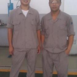 在沪东中华造船厂陪外籍工程师在空压站学习