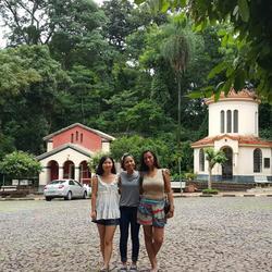 左二,我教一对巴西couple汉语,他们计划来华旅行; 右三,是房地产中介,她给我们介绍了当地一个城市的房价和房产。