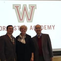 為美國Worcester Academy 私立高中教學部主任口譯照