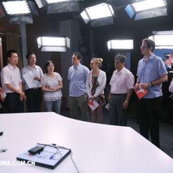 在南京的口译,和智利、古巴、阿根廷、墨西哥、厄瓜多尔和委内瑞拉驻上海总领事参观新华报业集团