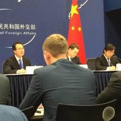 在外交部蓝厅为外交部新闻发言人洪磊会见俄罗斯青年代表团担任翻译(右一)。