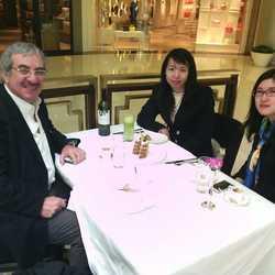 和老朋友意大利游艇资深专家及他的助理早茶。
